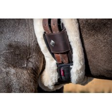 LeMieux Lambswool Anatomic Girth Cover